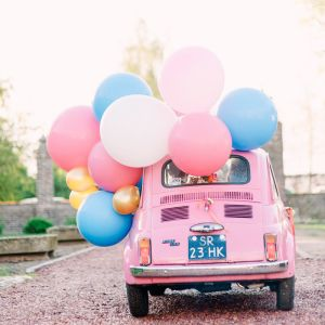 Mega ballonnen op auto. Foto: Youri Claessens