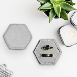 Velvet ringdoosje hexagon Marble Grey forever Box
