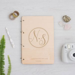 Gepersonaliseerd houten gastenboek Modern Elegance