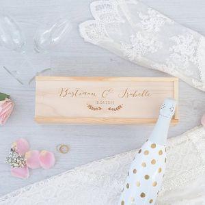 Houten wijnkist bruiloft met kalligrafie namen