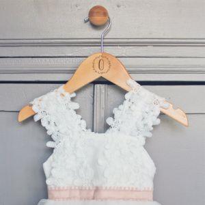 Houten kledinghanger kind met krans