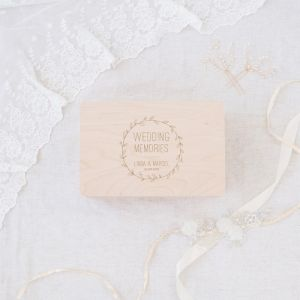 Wedding memory box hout met krans en namen