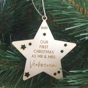 Houten kerstster first christmas Mr. & Mrs. met achternaam