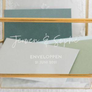 Glazen enveloppendoos geometrisch met namen modern