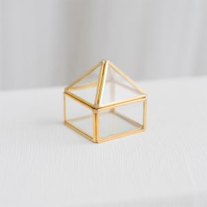 Glazen ringdoosje piramide goud