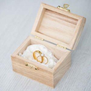 Houten kistje voor trouwringen kalligrafie