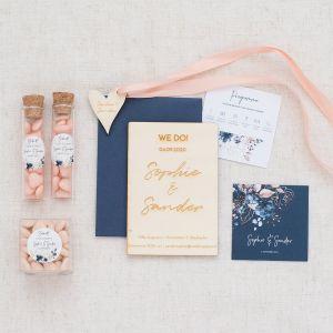 Houten trouwkaart gepersonaliseerd chique