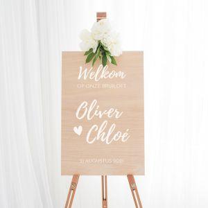 Houten welkomstbord bruiloft festival met hart