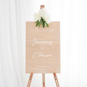 Houten welkomstbord bruiloft met namen chique