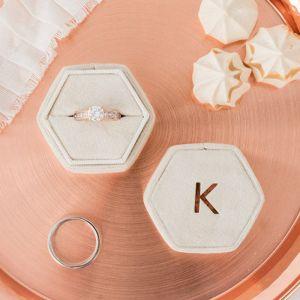 Velvet hexagon ringdoosje champagne