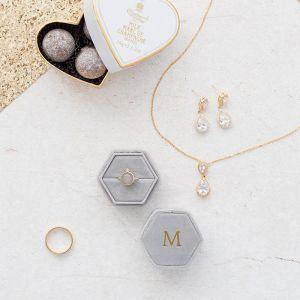 Velvet ringdoosje hexagon Marble Grey met initialen