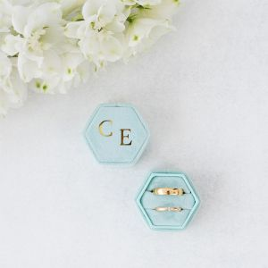 Velvet ringdoosje hexagon Soft Mint met initialen