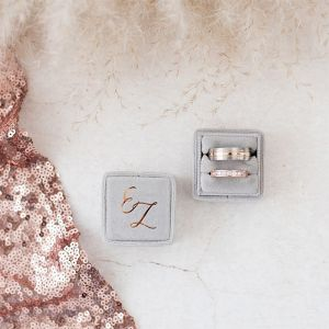 Velvet ringdoosje vierkant Marble Grey met initialen