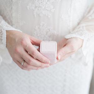 Velvet ringdoosje vierkant Rose Quartz Forever Box