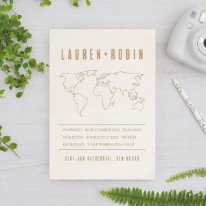 Houten huwelijksbordje wereldkaart met namen
