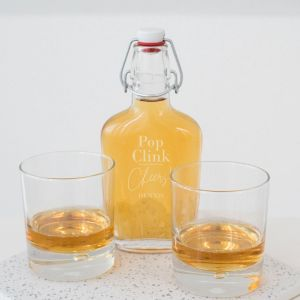 Whisky beugelfles pop clink cheers met naam