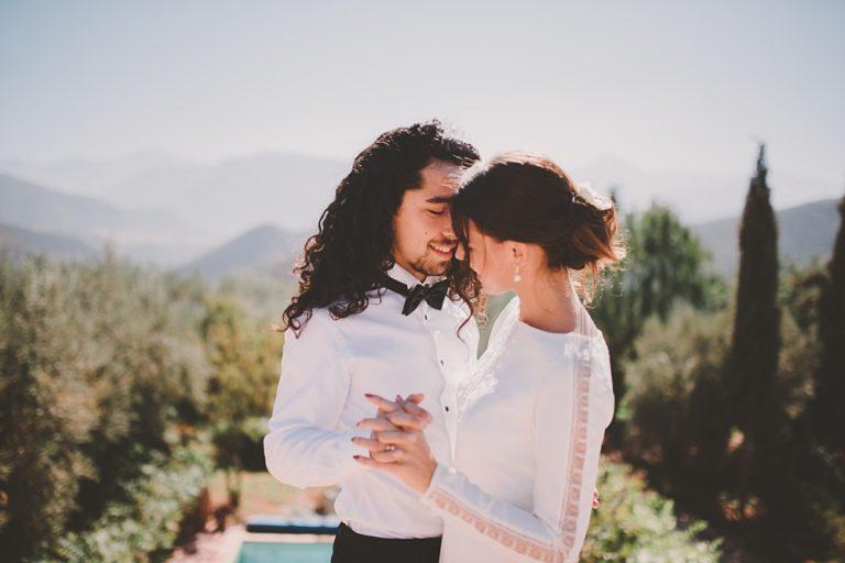 Inspiratie: white wedding tussen de olijfbomen in Marokko
